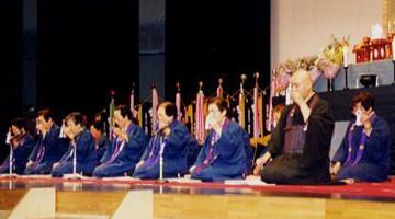 県大会登壇奉詠